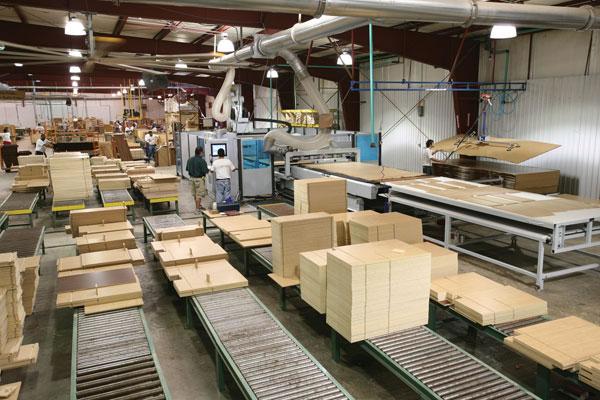 Valsts darba inspekcija pārbaudīs kokapstrādes un mēbeļu ražošanas uzņēmumus